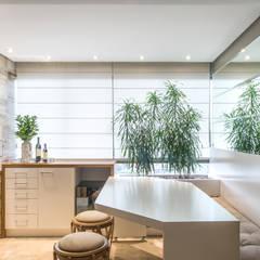 Projeto de apartamento: Varandas  por BRUNA ZAGONEL ARQUITETURA