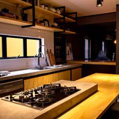Cocinas de estilo  por BRUNA ZAGONEL ARQUITETURA, Industrial