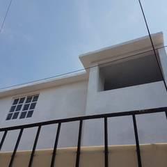 Ampliación de casa : Ventanas de estilo  por 8 AM INGENIERIA