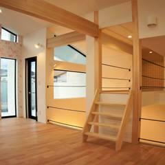 『スキップフロアの暮らしを愉しむ家』: 西薗守 住空間設計室が手掛けた子供部屋です。,モダン
