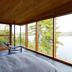 Contemporary Cottages in Ontario:  Bedroom by Trevor McIvor Architect Inc