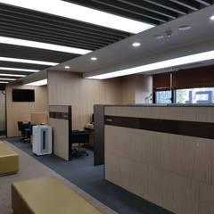 Locaux commerciaux & Magasin modernes par DB DESIGN Co., LTD. Moderne