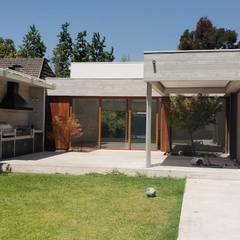 Balcones y terrazas modernos: Ideas, imágenes y decoración de Constructora CYB Spa Moderno