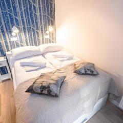 Kleine slaapkamer door  Pracownia Aranżacji Wnętrz OptimumArt
