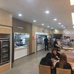 식음공간-하나마이크론 아산: DB DESIGN Co., LTD.의  레스토랑