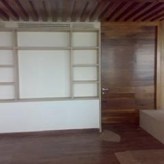por Solución en Carpinteria Minimalista Madeira Acabamento em madeira