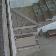 : Escaleras de estilo  por Solución en Carpinteria, Minimalista Madera Acabado en madera