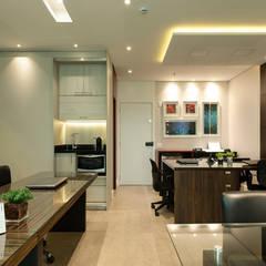 محلات تجارية تنفيذ LAM Arquitetura   Interiores