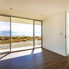 水平線の家 大海原の風景と暮らす家 モダンデザインの 書斎 の TAPO 富岡建築計画事務所 モダン