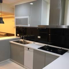 系統家具打造儲藏.臥榻功能兼具的舒適環境:  廚房 by 捷士空間設計(省錢裝潢)