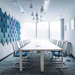 Panele akustyczne Flow 3D : styl , w kategorii Biurowce zaprojektowany przez FLUFFO fabryka miękkich ścian,