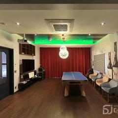 가족의 놀이터를 현실로 만든 용몽당 주택 (진주혁신도시): 더존하우징의  피트니스