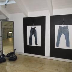 Showroom de mode, Milan: Bureaux de style  par justinside