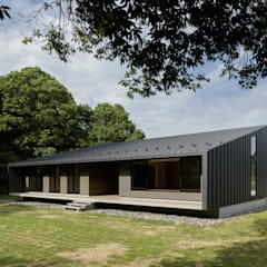 佐倉の別荘 子育て世代の週末住宅: TAPO 富岡建築計画事務所が手掛けた別荘です。,モダン 金属