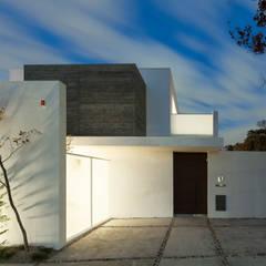 A+K-house: スレッドデザインスタジオが手掛けた一戸建て住宅です。