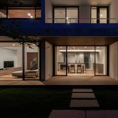 Sat-house 三重県建築賞 知事賞 受賞作: スレッドデザインスタジオが手掛けたテラス・ベランダです。