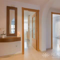Corridor & hallway by Realzo