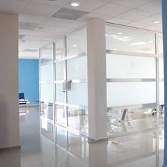 Clinics توسطBauzen Arquitectura, مدرن