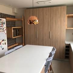 Diseño y Construcción de Cocinas: Cocinas equipadas de estilo  por MÜR Rukafe
