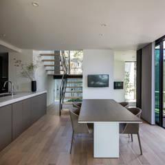 Iwe-house: スレッドデザインスタジオが手掛けたダイニングです。,
