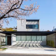 Iwe-house: スレッドデザインスタジオが手掛けた木造住宅です。,モダン