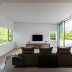 Say-house: スレッドデザインスタジオが手掛けたリビングです。