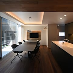 Snk-house: スレッドデザインスタジオが手掛けたダイニングです。