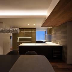Snk-house: スレッドデザインスタジオが手掛けたシステムキッチンです。