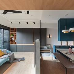 غرفة المعيشة تنفيذ Moooi Design 驀翊設計 , إسكندينافي