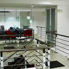 Oficinas AON Risk Services en Cali: Estudios y despachos de estilo  por Parámetro Arquitectura & Ingeniería