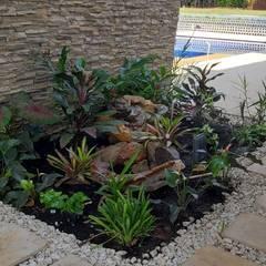 Jardines de piedra de estilo  por Parámetro Arquitectura & Ingeniería