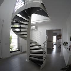 Rehabilitación de fachada y reforma de vivienda en Canovellas: Escaleras de estilo  de Puntdefuga