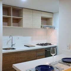 apartamento en Chia-Cundinamarca: Armarios de cocinas de estilo  por TikTAK ARQUITECTOS
