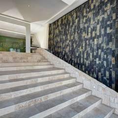DETALLES: Escaleras de estilo  por UG ARQUITECTOS, Minimalista Arenisca