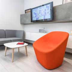 OFICINA S: Oficinas de estilo  por Design Group Latinamerica,
