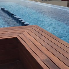 Infinity pool door UG ARQUITECTOS