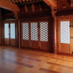 합천이씨종가 - 전통한옥: 성종합건축사사무소의  거실,한옥