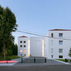Klasztor Sióstr Franciszkanek : styl , w kategorii Hotele zaprojektowany przez PORT pracownia i studio architektury