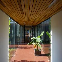 Couloir, entrée, escaliers modernes par Franz&Sue Moderne Bois Effet bois