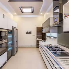 Kitchen Designs :  Built-in kitchens by The KariGhars