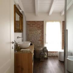 Baños de estilo  por Michele Valdo