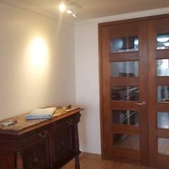 Pasillos y recibidores de estilo  por Constructora CYB Spa , Moderno