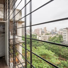 Modern 2bhk residence.:  Balcony by Sagar Shah Architects