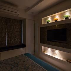 Modern 2bhk residence.:  Bathroom by Sagar Shah Architects