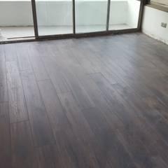 Cambio de piso Livings de estilo moderno de Constructora CYB Spa Moderno