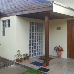 Puertas de entrada de estilo  por Constructora CYB Spa
