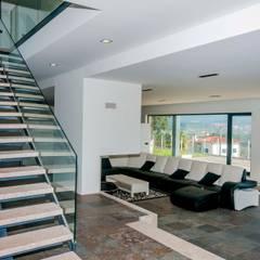 House A: Escadas  por Cláudia Pinto Silva . arquitecta,Moderno