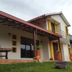 CABAÑA TRES SOLES: Casas de estilo  por Ba arquitectos, Rural