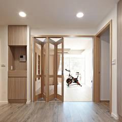 Doors by 耀昀創意設計有限公司/Alfonso Ideas, Scandinavian