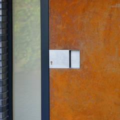 Haus Hartmann:  Tür von Architekten Spiekermann